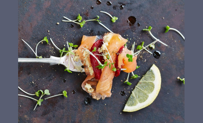 Smoked salmon horseradish beetroot it s a christmas for Canape jamie oliver